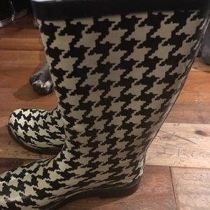 Houndstooth rain boots size 7